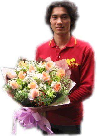 網路人氣花店~花公子花禮即時送!!11朵香檳玫瑰花束~幸福很簡單~當她收到花束的時候~