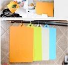 單入彎曲菜板 / 廚房用品可彎曲抗菌耐磨軟性分類砧板 可懸掛切菜板49元
