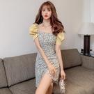 方領洋裝 法式方領碎花連身裙女夏季性感修身收腰顯瘦氣質泡泡袖不規則短裙 寶貝 免運