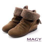 MAGY 暖冬時尚 2WAY抓皺捲毛麂皮短靴-棕色