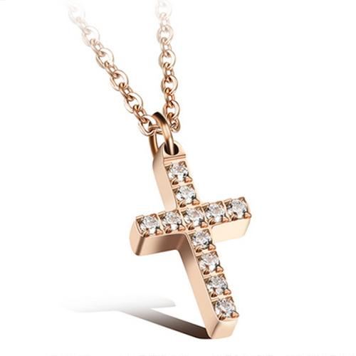 《 QBOX 》FASHION 飾品【C100N1111】精緻簡約鑲鑽十字架316L鈦鋼墬子項鍊(玫瑰金/銀)