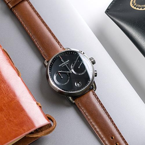Nordgreen 42mm 深棕真皮錶帶 Pioneer先鋒 北歐設計師手錶 藍寶石鏡面 計時碼錶 深空灰殼 極夜黑錶盤