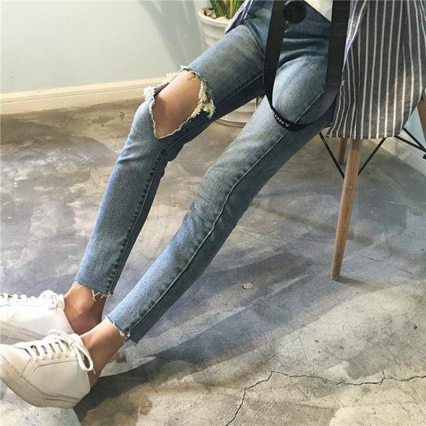 [協貿國際]撕裂膝蓋大破洞牛仔褲褲腳缺口小腳褲高腰九分褲1入