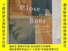二手書博民逛書店Close罕見to the Bone: life Threate