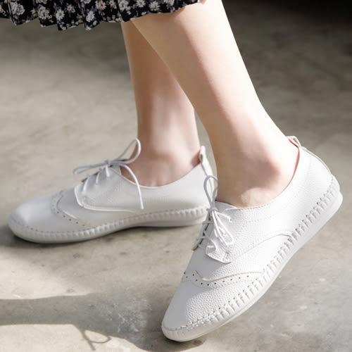 小白鞋 D+AF 舒活印象.超軟縫線底雕花牛津鞋*白