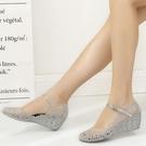 楔型鞋水晶涼鞋女夏塑膠鞋坡跟透明洞洞鞋女廣場舞鞋軟塑膠女涼鞋沙灘鞋 韓國時尚週