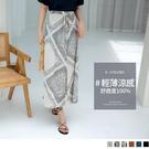 加上裙襬開衩設計,微露若隱若現的小腿線條 ~ 渡假感印花 X 好搭實穿素色