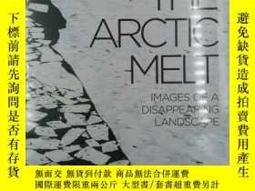 二手書博民逛書店The罕見Arctic Melt IMAGES OF A DISAPPEARING LANDSCAPEY191