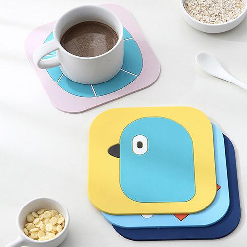 【超取399免運】卡通PVC隔熱餐墊 (小) 桌墊 防燙鍋墊 創意家用可愛杯墊