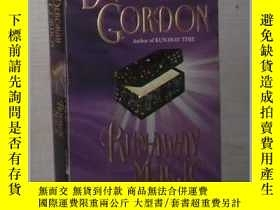 二手書博民逛書店英文原版罕見Runaway Magic by Deborah G