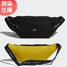 【現貨】ADIDAS 腰包 斜背包 反光 拉鍊前袋 背帶串英文 黑 黃【運動世界】GN9840
