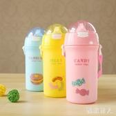 創意夏季兒童吸管杯塑料背帶水壺小學生可愛冷水壺旅行水杯500ml LJ5637【極致男人】