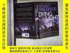 二手書博民逛書店Dying罕見Light 。、Y180897 Stuart Ma