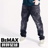 【胖胖星球】中大尺碼‧個性帥勁水洗感牛仔褲 38~50腰‧加大【98352】