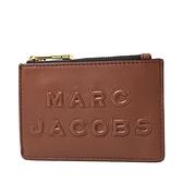 美國正品 MARC JACOBS 浮雕LOGO牛皮證件套/拉鍊零錢包-焦糖色【現貨】