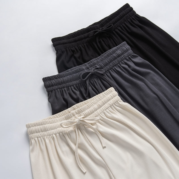 Queen Shop【04070060】素色柔軟細坑條落地長褲 三色售 *現+預*