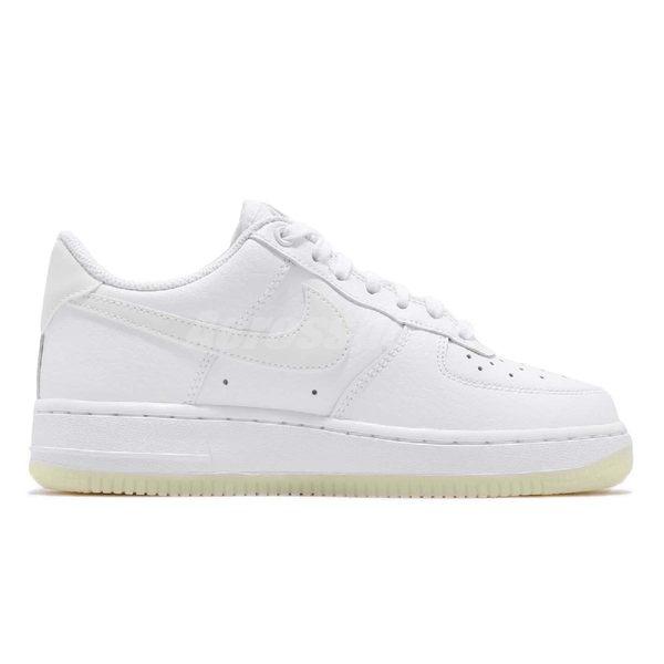 Nike 休閒鞋 Wmns Air Force 1 07 ESS Essential 白 全白 夜光鞋底 皮革 基本款 運動鞋 女鞋【PUMP306】 AO2132-101
