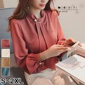 【QV3200】魔衣子-純色珍珠別針裝飾寬鬆燈籠袖上衣