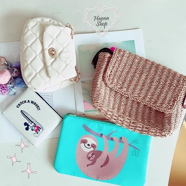 《花花創意会社》粉彩系樹懶鋪棉收納包。二色【H6567】