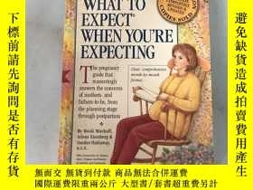 二手書博民逛書店WHAT罕見TO EXPECT WHEN YOU'RE EXPE