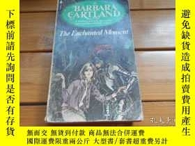二手書博民逛書店THE罕見ENCHANTED MOMENT 心動的時刻Y1986