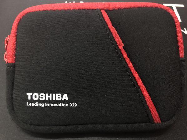 東芝 TOSHIBA 原廠外接硬碟防震包紅黑色款一般2.5吋硬碟盒都適用