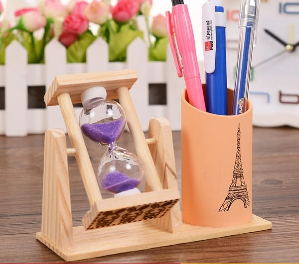 CH155─旋轉沙漏帶筆筒創意桌面擺件學生辦公文具木質筆插畢業禮物(隨機出貨)