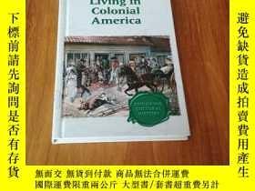 二手書博民逛書店LIVING罕見IN COLONIAL AMERICA 生活在殖