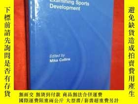 二手書博民逛書店Examining罕見Sports Development (小