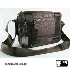 Backbager 背包族【MLB 美國大聯盟 洋基】低調的同色滿版YANKEES壓印微亮澤布面斜背包/側背包-咖啡色