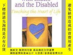 二手書博民逛書店Expressive罕見Therapy with Elders and the Disabled: Touchin
