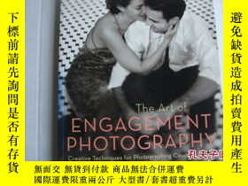 二手書博民逛書店The罕見art of Engagement photograp