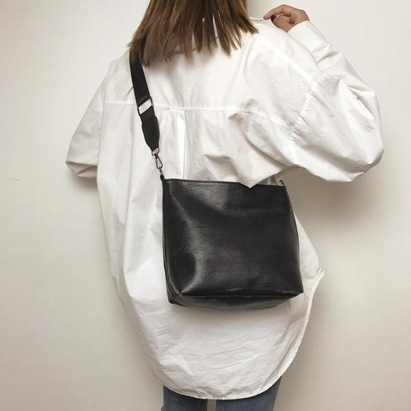 單肩包 女大秋新款潮韓版百搭斜背包寬肩帶包大容量水桶包 - 雙十二交換禮物