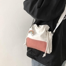 帆布單肩包女學生韓版百搭新款ins森系簡約文藝水桶斜挎小包