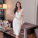 禮服 禮服裙輕奢小眾高端2021新款透視網紗拼接性感V領收腰顯瘦連衣裙【快速出貨八折下殺】