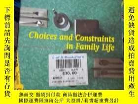 二手書博民逛書店Choices罕見and Constraints in Fami