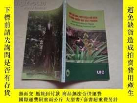 二手書博民逛書店越南語原版:Selected罕見Common Plants AT