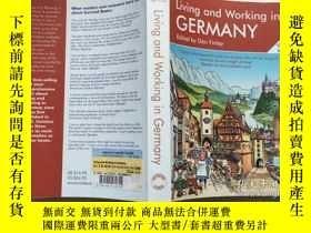二手書博民逛書店Living罕見and Working in GERMANY 在