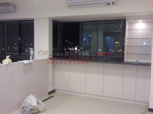 【歐雅 系統家具 】 窗邊玻璃展示吧台櫃