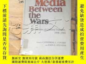 二手書博民逛書店Mass罕見Media Between the Wars:Cat