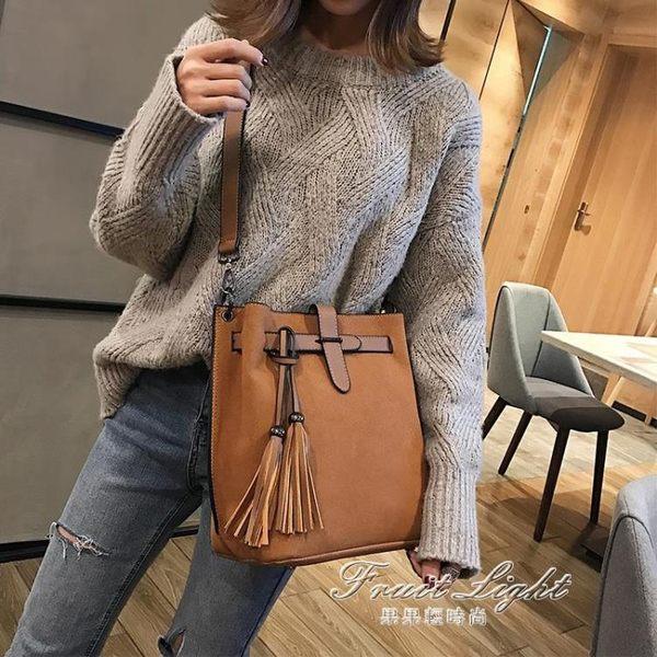 新款潮韓版水桶側背包流蘇大容量港風復古手提單肩包 果果輕時尚