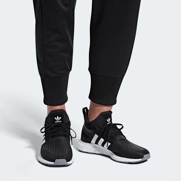 ISNEAKERS Adidas Swift Run Barrier 中筒 黑網 白Logo 基本 慢跑 男 B37701