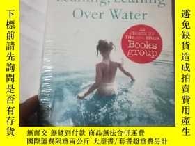 二手書博民逛書店Leaning罕見Leaning Over WaterY2067