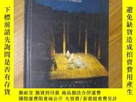 二手書博民逛書店英文原版罕見The World of the Theatre b