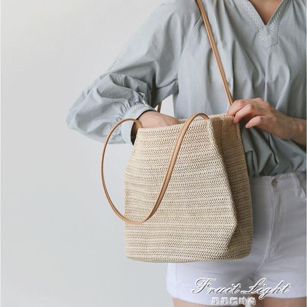 韓版手提草編沙灘包度假大容量簡約編織單肩水桶包 果果輕時尚