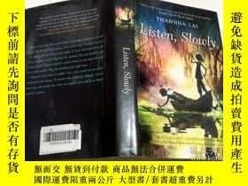 二手書博民逛書店Listen,罕見Slowly - Thanhha Lai 靜靜的聽 8-12歲 英文原版 精裝Y23200