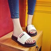 拖鞋 2018新款涼拖拖女夏季坡跟韓版鬆糕百搭厚底一字型女士涼鞋拖鞋女 蒂小屋服飾