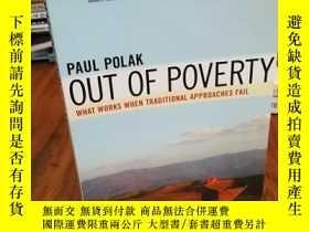 二手書博民逛書店Out罕見of Poverty: What Works When
