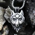 《 QBOX 》FASHION 飾品【CBP8-514】精緻個性北美復古狼頭鑄造鈦鋼墬子項鍊/掛飾