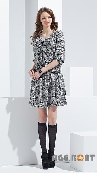 【AGE BOAT】秋冬服飾特賣~小碎花前襟大荷葉七分洋裝  NO.152506